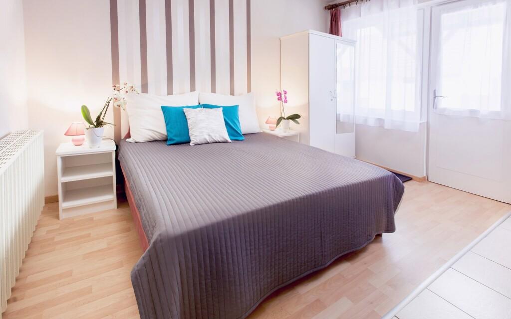 Ubytováni budete ve stylových pokojích Apartmánu Szanyi, Bük