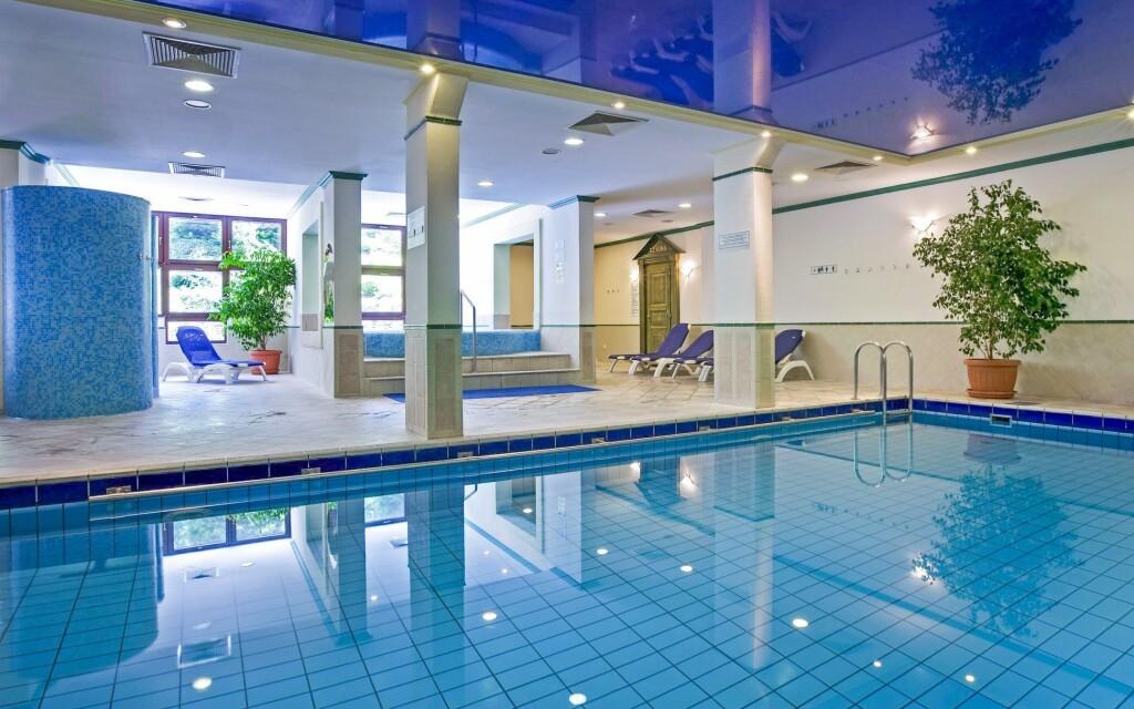 Navštívte hotelový plavecký bazén