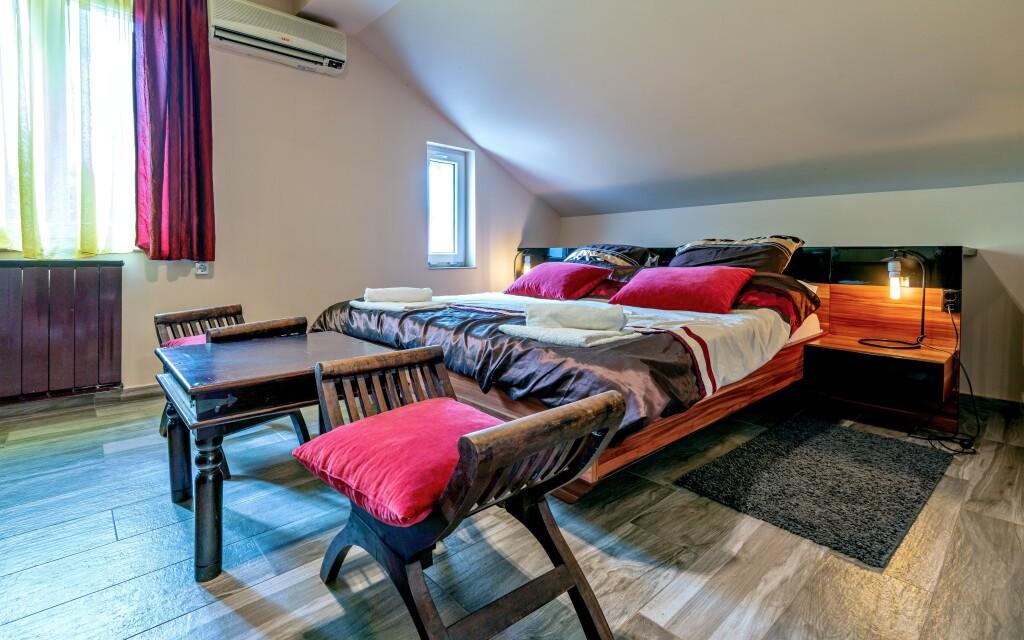 Pokoje jsou příjemně vybaveny pro vaše pohodlí