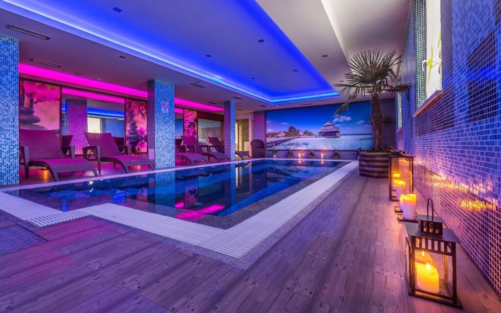 Oddýchnite si vo wellness s bazénom v Hoteli Sun ****