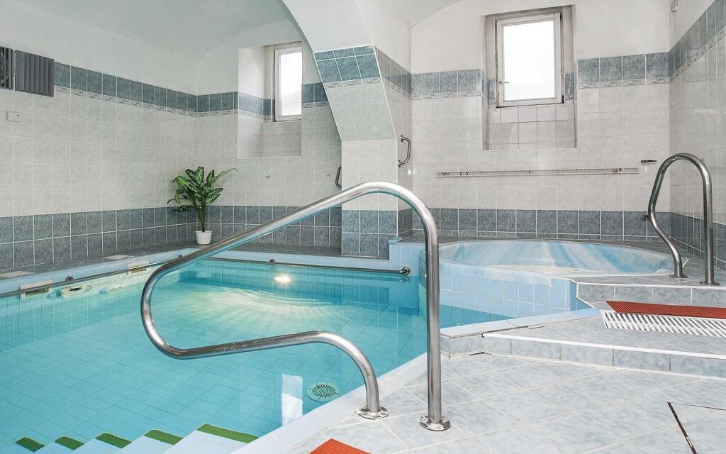 Wellness, bazén, vírivka, Hotel Sevilla ***