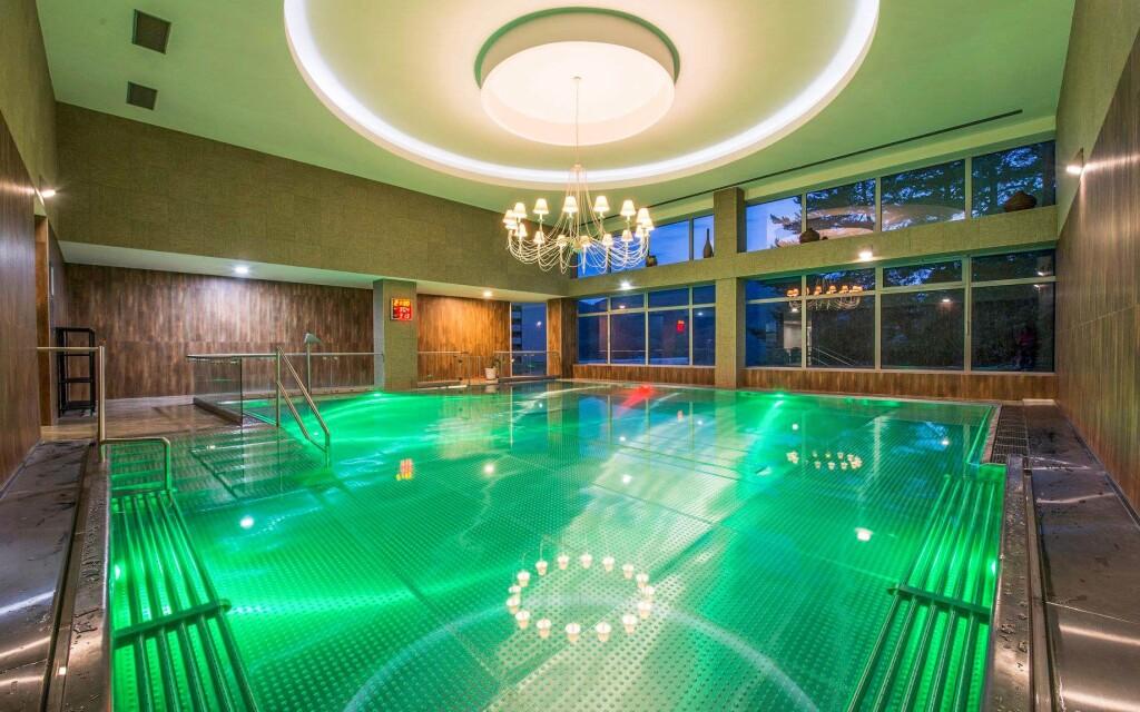 Relaxujte v liečivej vode alebo behom bohatých procedúr