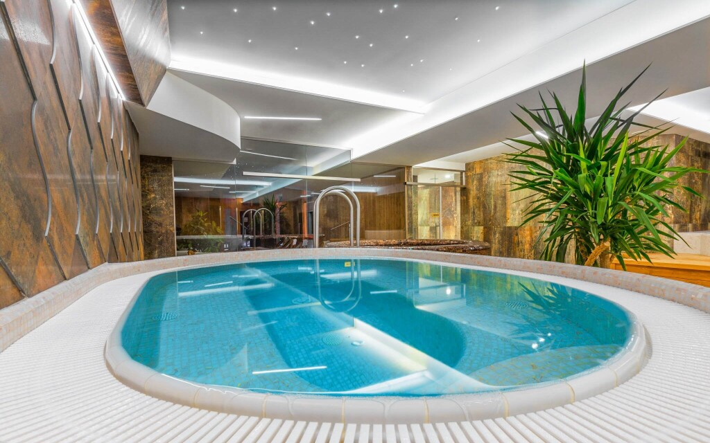 Wellness centrum, vírivka, Grand Hotel Bellevue