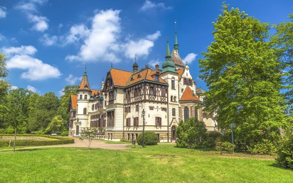 Navštivte zámek Lešná a blízkou ZOO, Hotel Baťov, Slovácko
