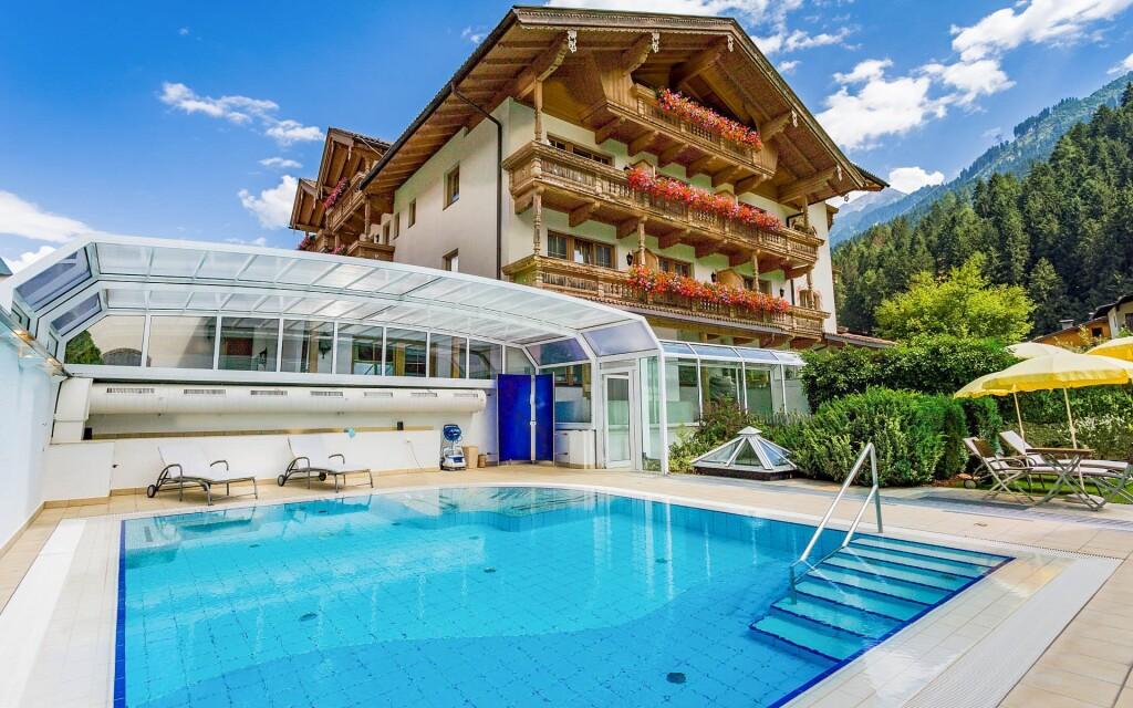 schwimmbad_hotel_gutshof_mayrhofen_tirol_klein_0-2