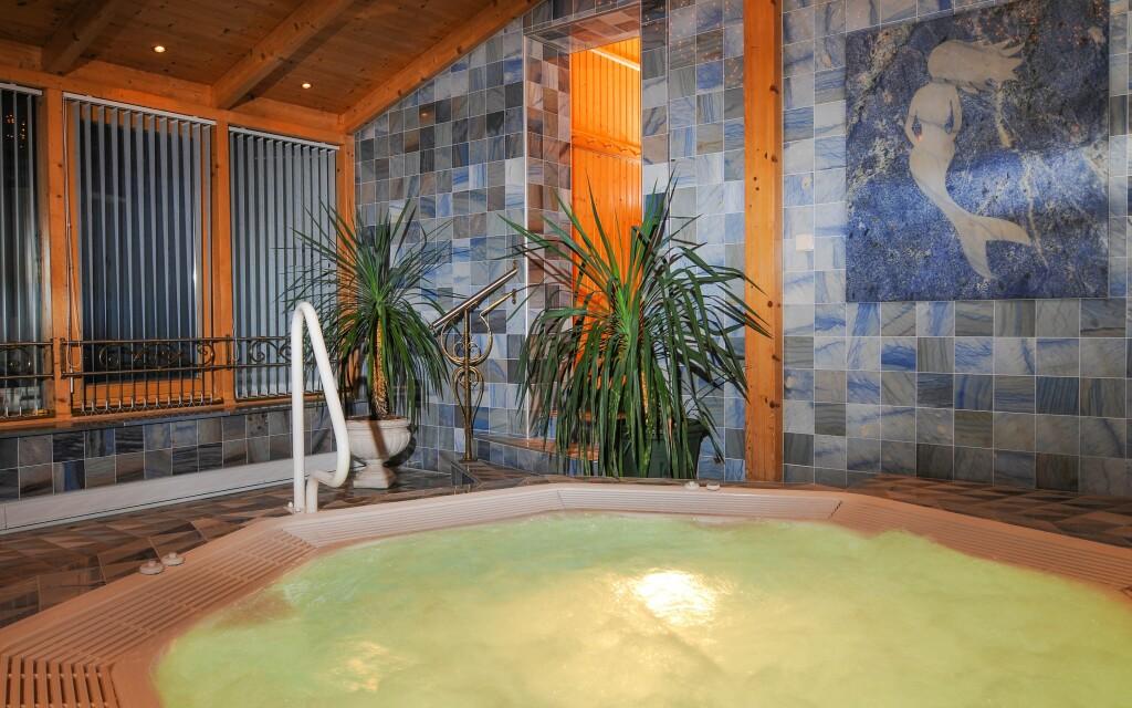 Užijte si odpočinek v bazénu, v saunách i vířivce