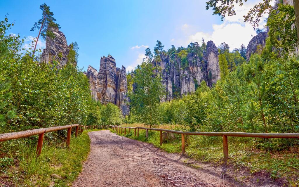 Doprajte si každodennú prechádzku k Prachovským skalám