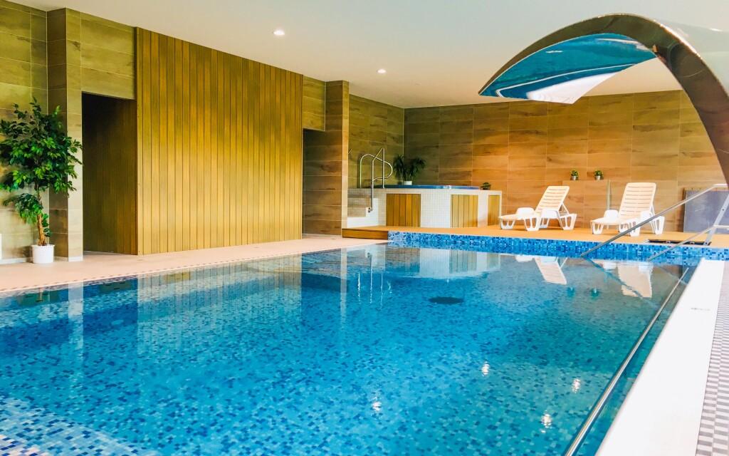 A szálloda medencéje, Hotel Harmonie ***, Luhačovice fürdő