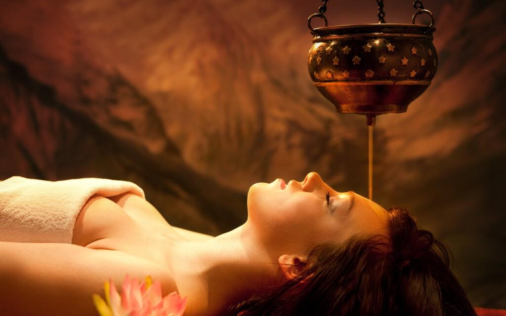 K ayurvédským procedurám se používají přírodní oleje