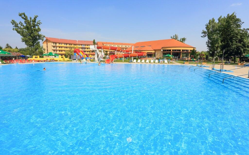 Termálna voda, bazén, kúpalisko, Wellness hotel Patince