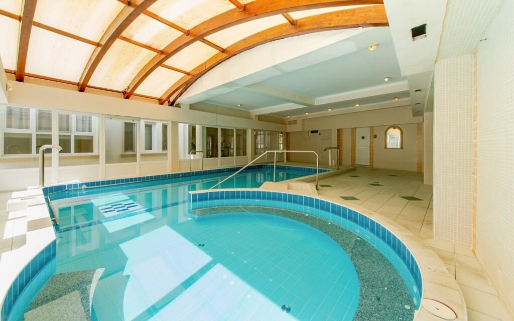 Medencék az Aqua Blue Hotel wellness részlegben