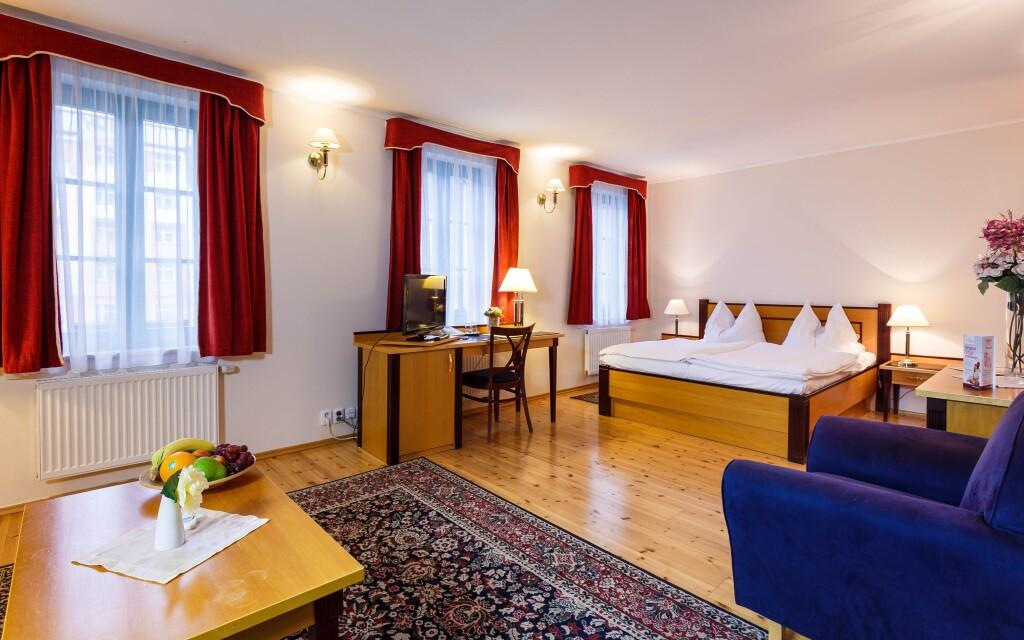Ubytujte se v jedném z citlivě zrekonstruovaných pokojů