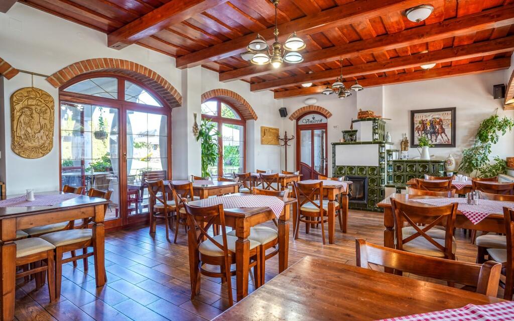 Restaurace, Penzión Žitava blízko Podhájské