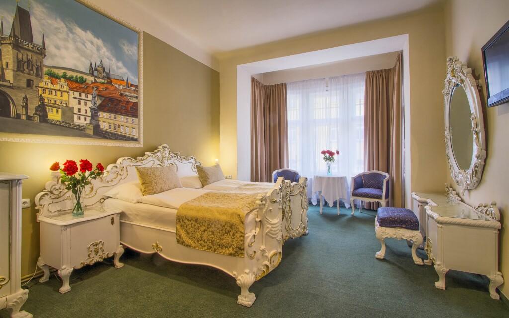 Dvoulůžkový pokoj Standard - historický, Hotel Taurus ****
