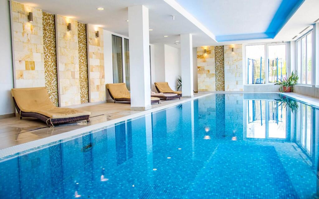 Bazén, wellness, Hotel Aurora ****, Miskolc