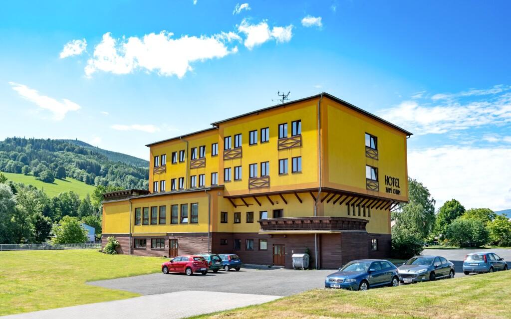 Hotel Zlatý Chlum *** poskytuje komfortní ubytování