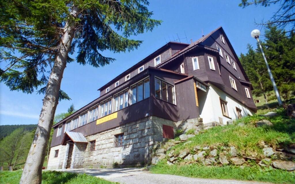 Horský hotel Flora se nachází v srdci Krkonoš