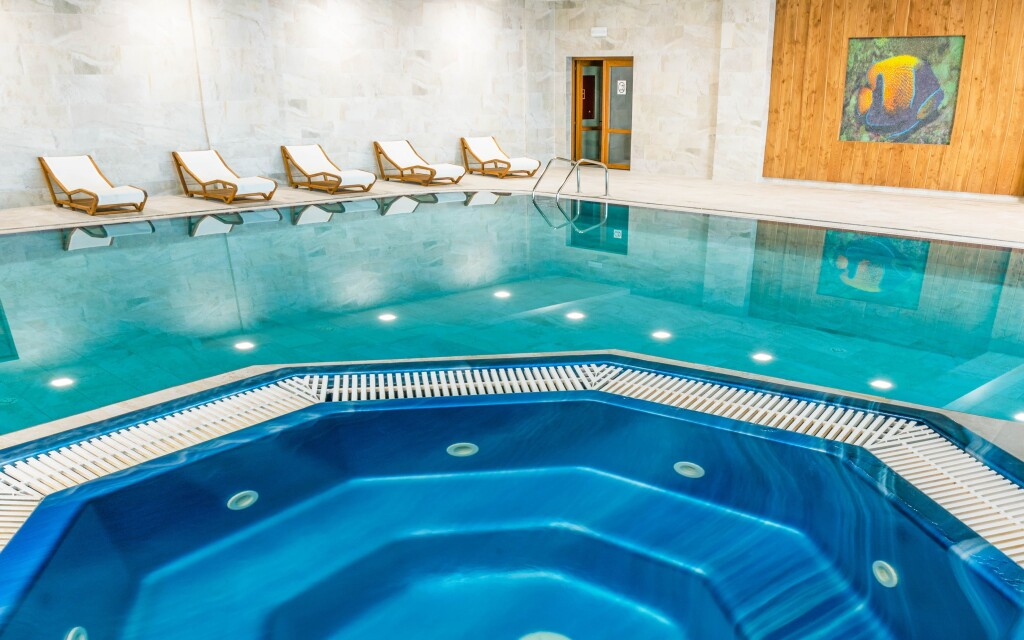 Wellness, pezsgőfürdő, Grand Hotel Bellevue ****