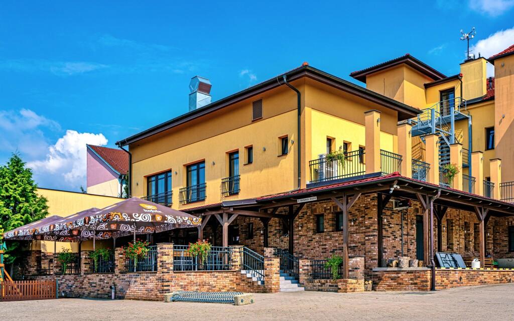 Hotel Lidový dům ***, vinařská obec Bzenec, Slovácko