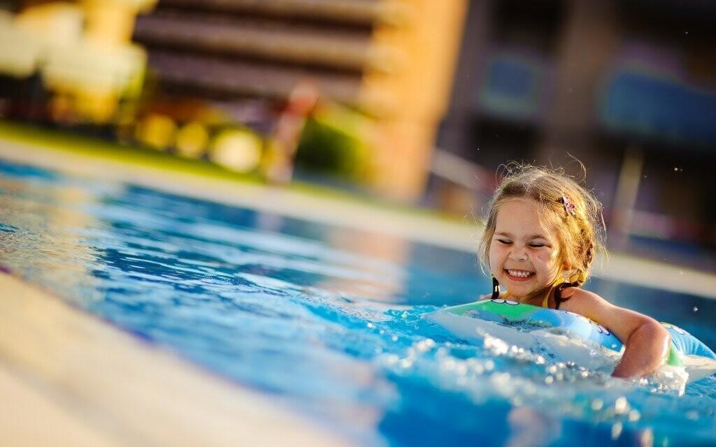 Ti nejmenší hosté ocení možnost vykoupat se ve venkovním bazénku