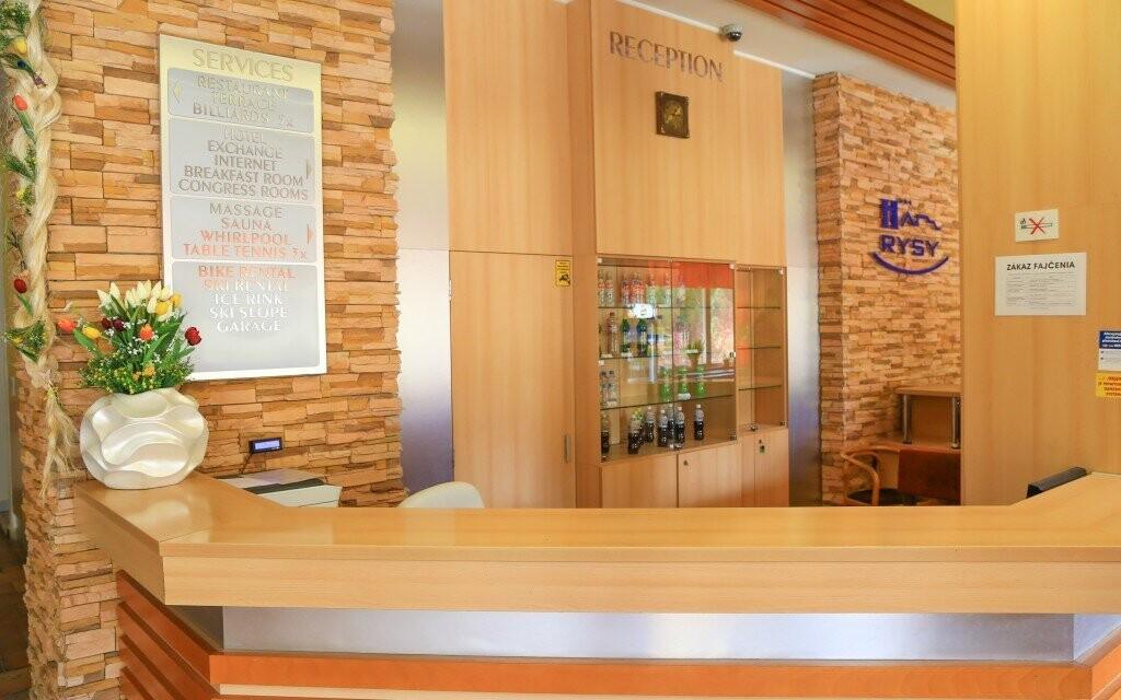 Interiéry hotelu jsou moderně zařízeny