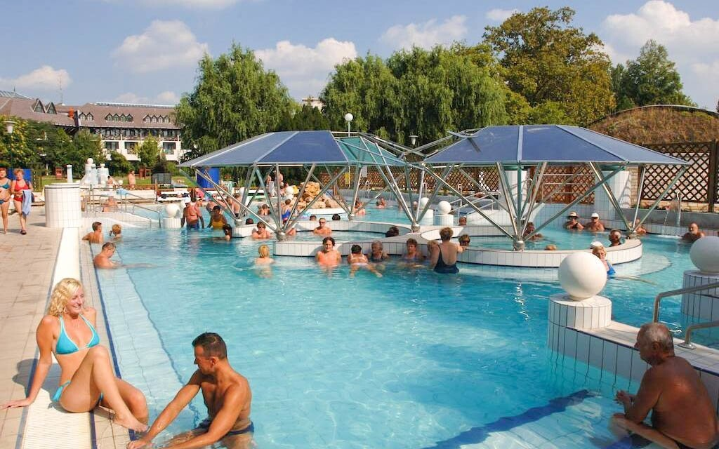 VVonkajšie bazény v kúpeľoch Eger