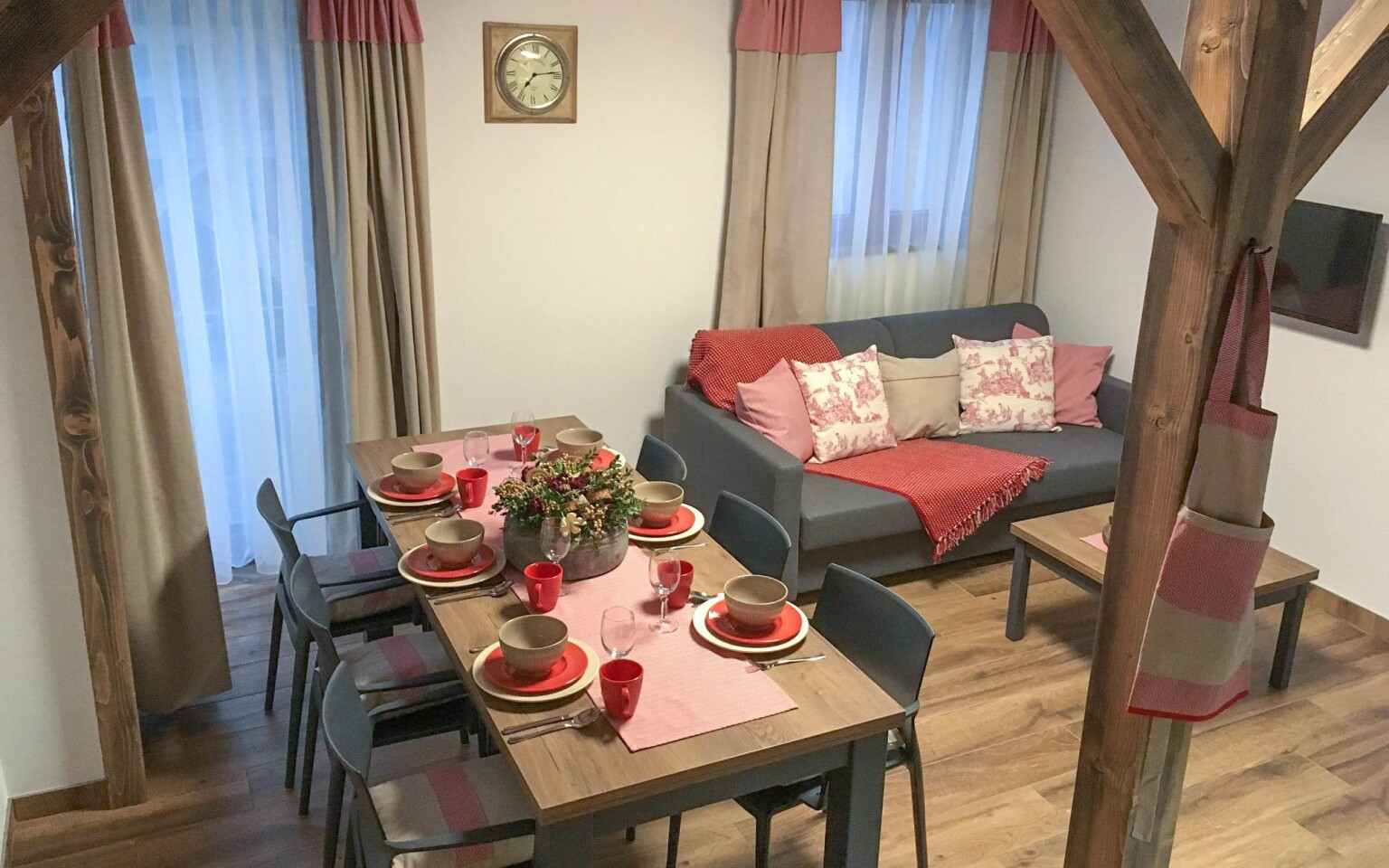 Obývací část a jídelna, Apartmány POCO LOCO