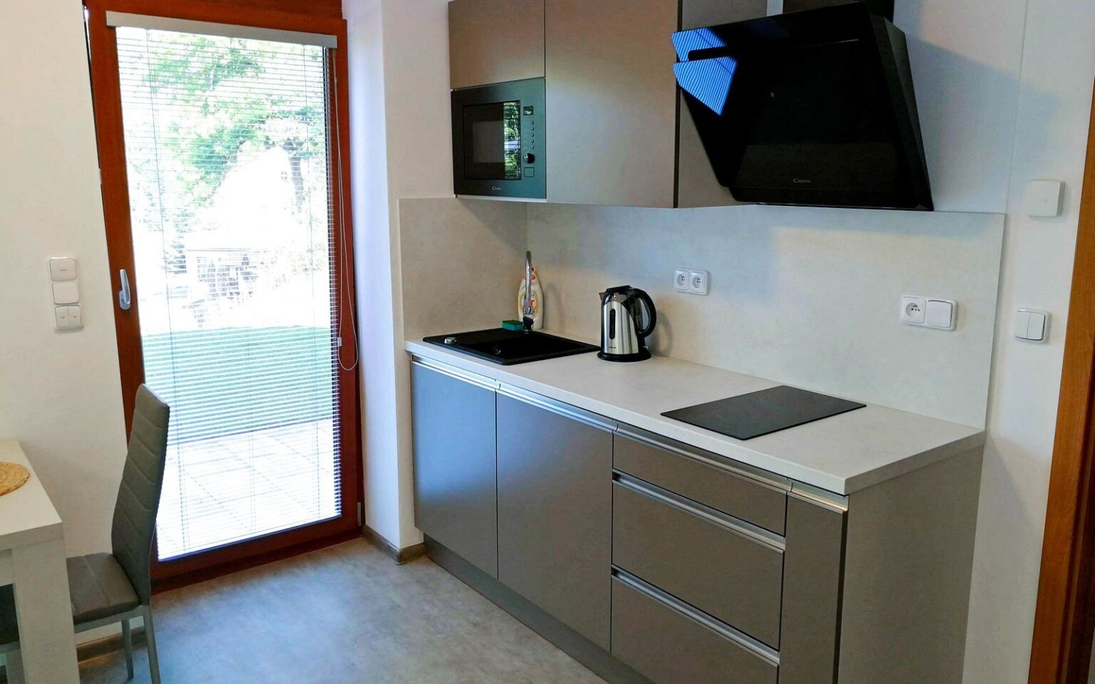Součástí apartmánu je vybavený kuchyňský kout