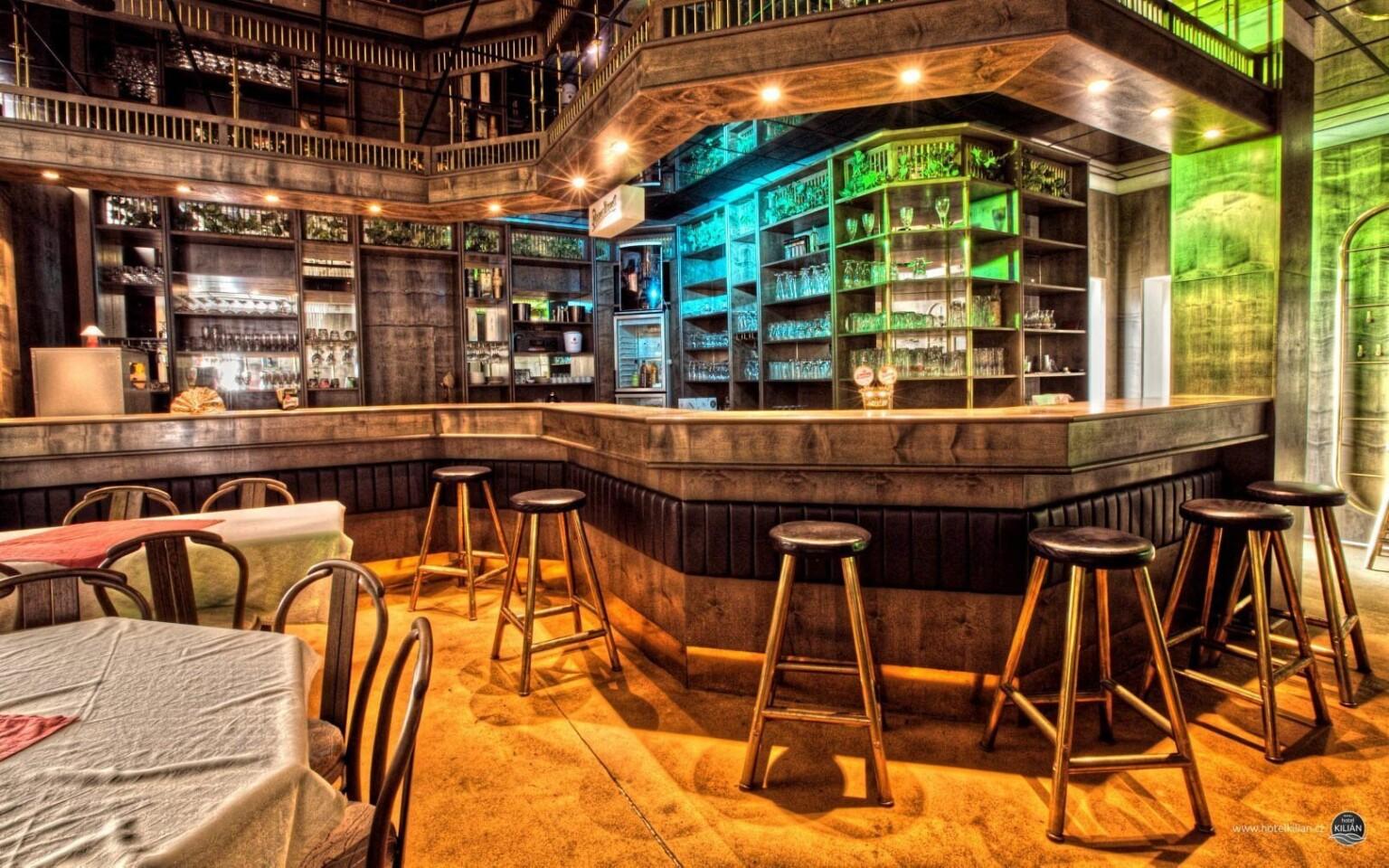 Hotelový bar má jedinečné kouzlo