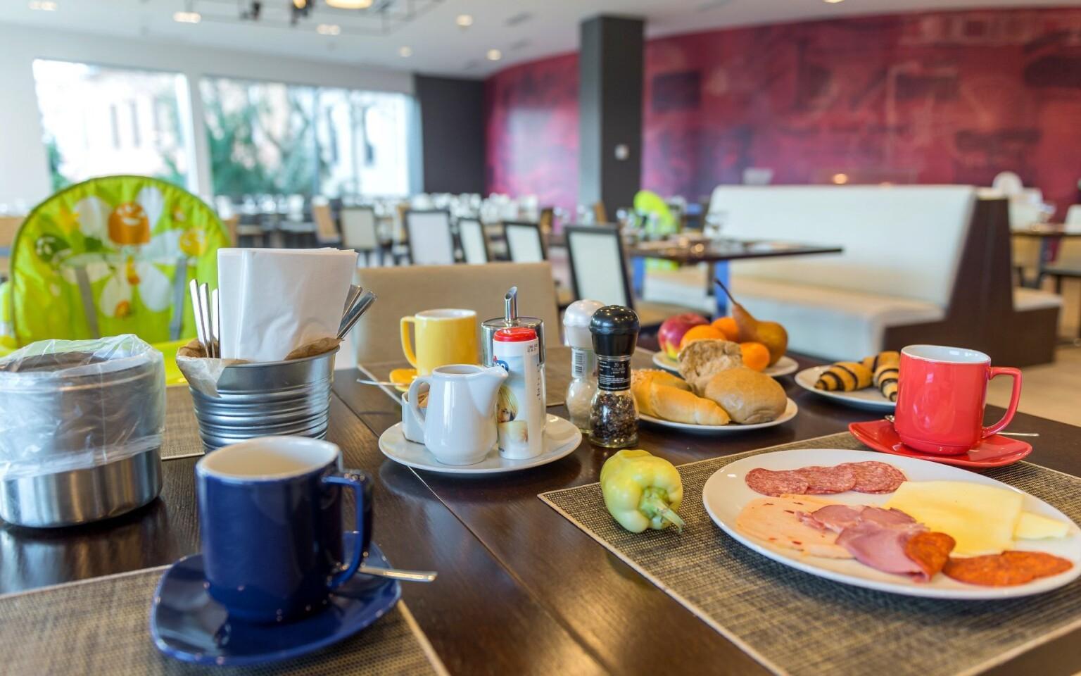 Těšte se na bohaté snídaně formou budetu, Park Inn Sárvár