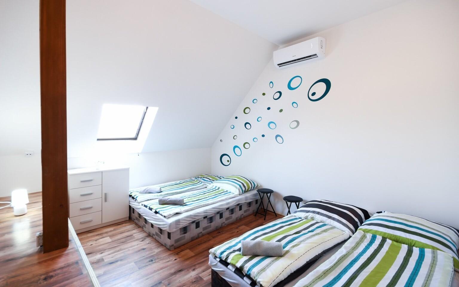 K dispozici jsou čtyřlůžkové apartmány pro rodiny