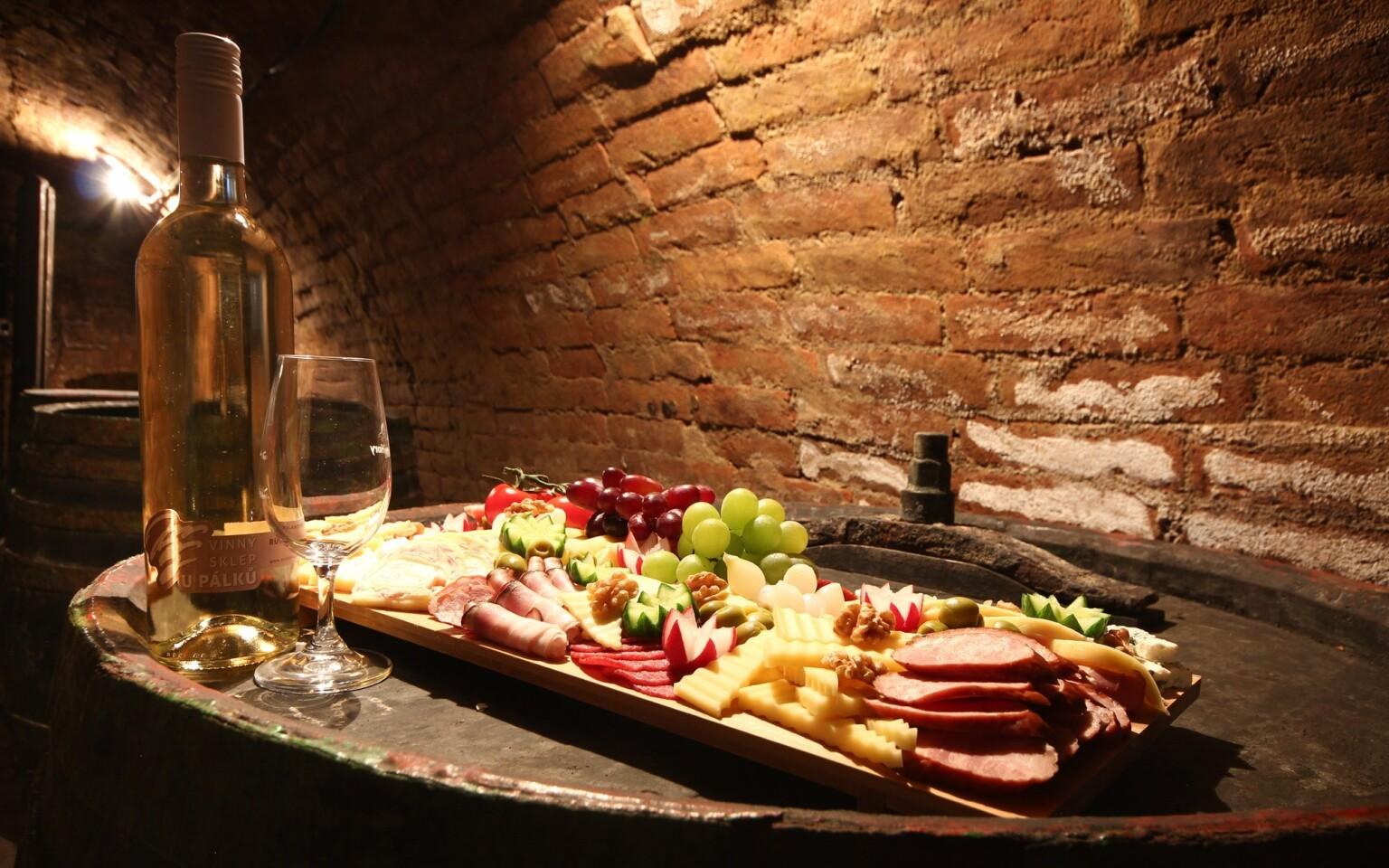 K jižní Moravě zkrátka patří sklípky, dobré víno a jídlo