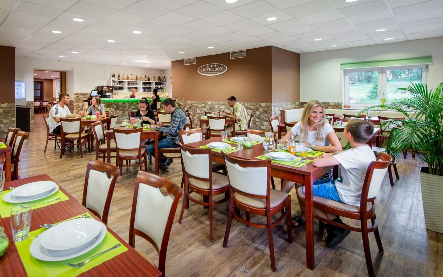Restaurace, polopenze, Hotel Bon, Tanvald, Jizerské hory