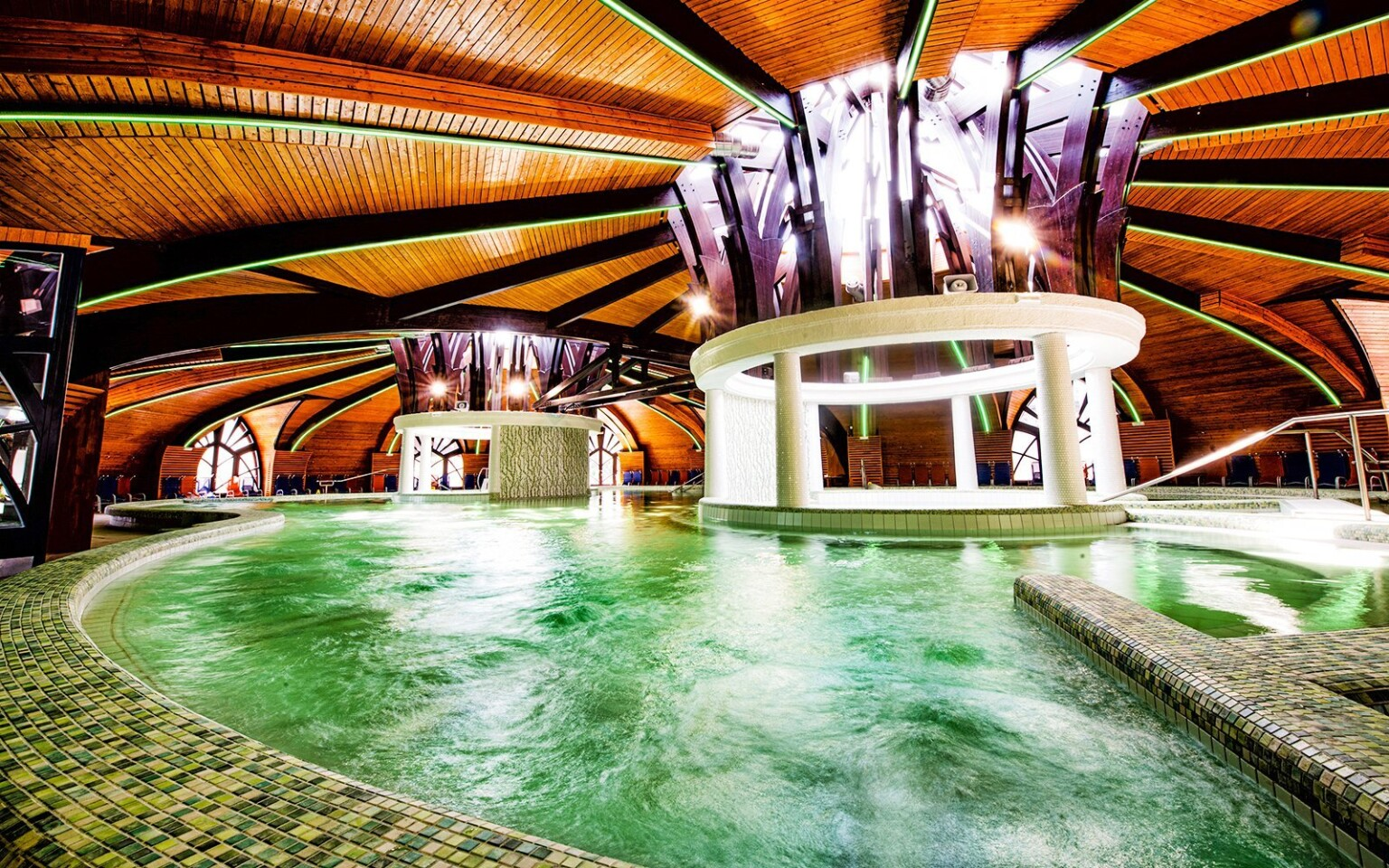Preslávené termalné kúpele Zalakaros, Maďarsko