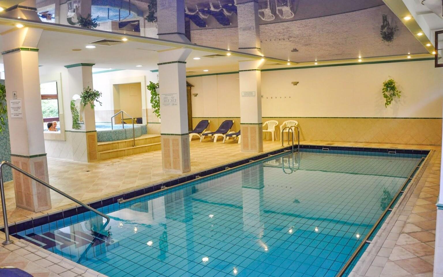 Navštivte hotelový plavecký bazén