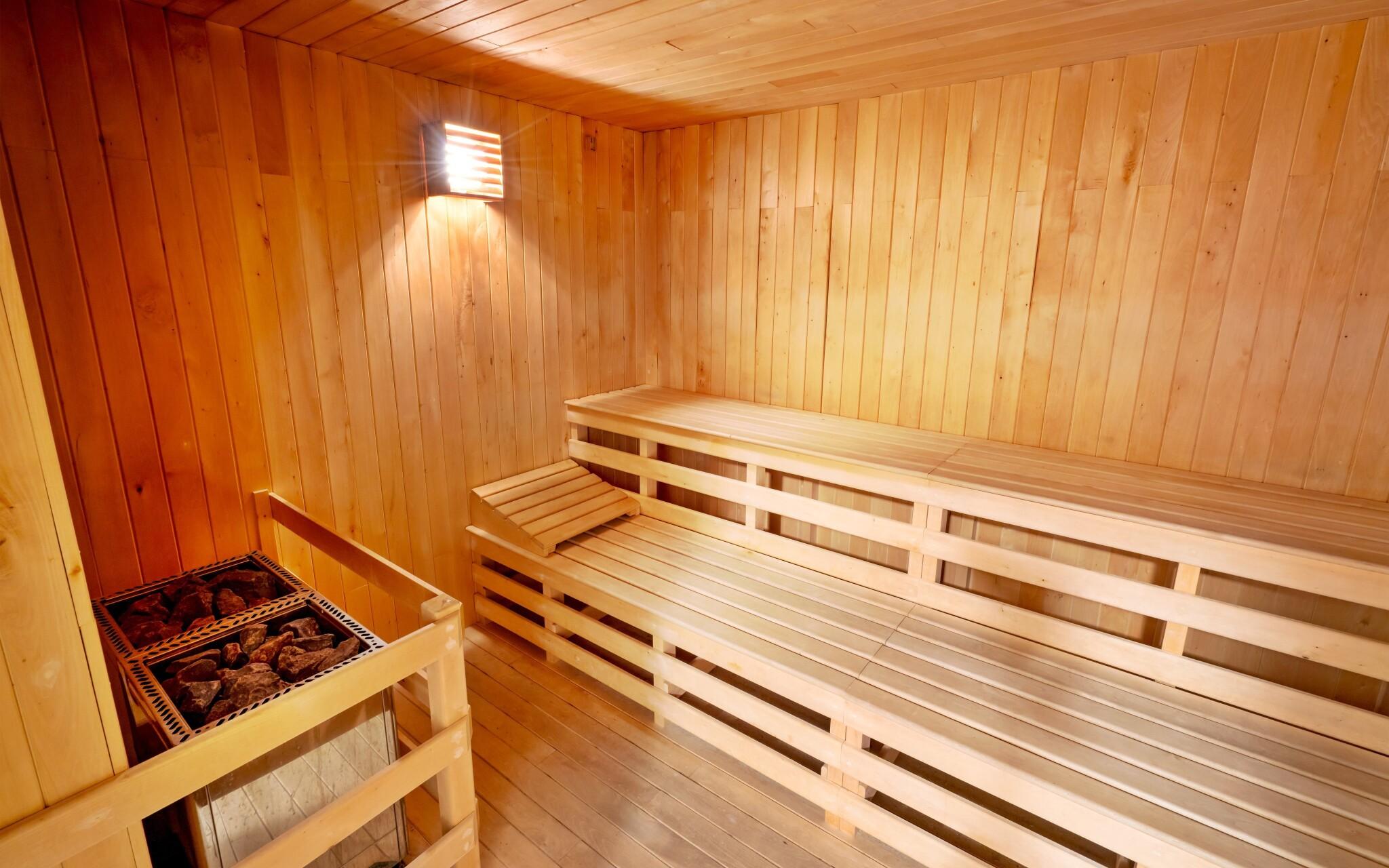 Denně se hodinu ohřejete v sauně