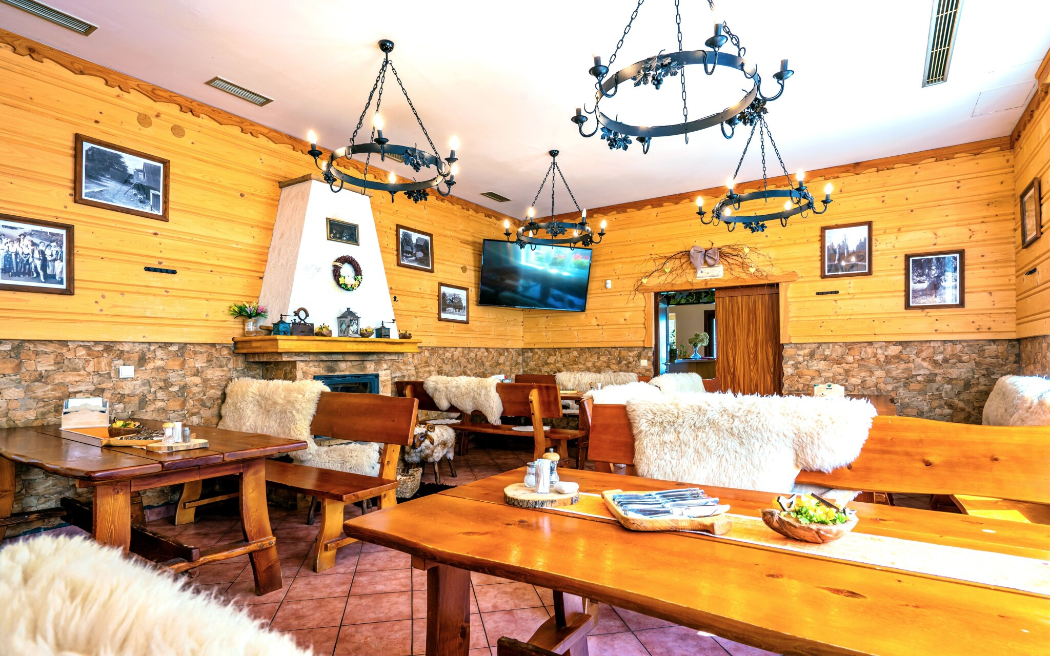 Stylová restaurace připomíná salaš