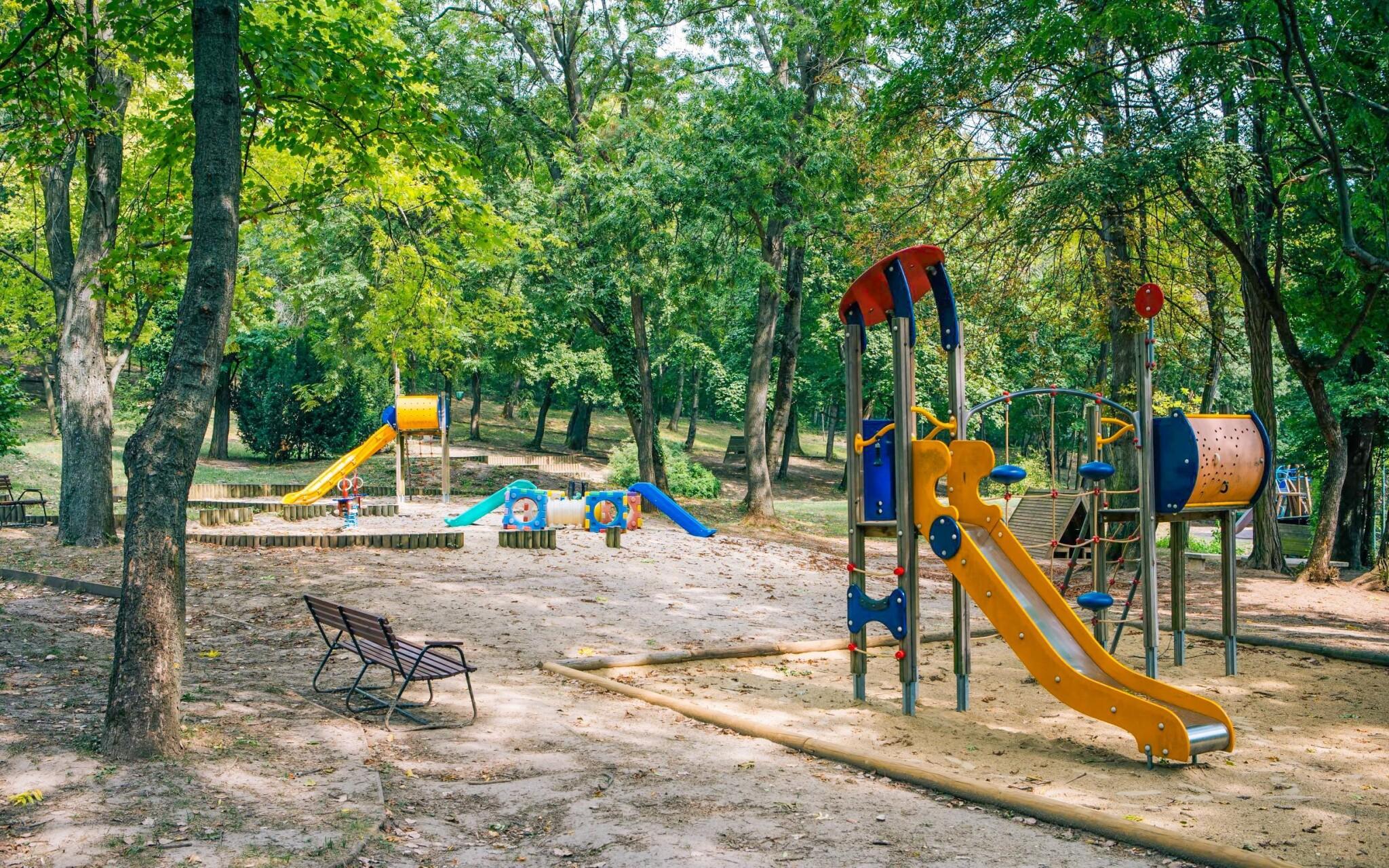 Nechýba ani vonkajšie detské ihrisko