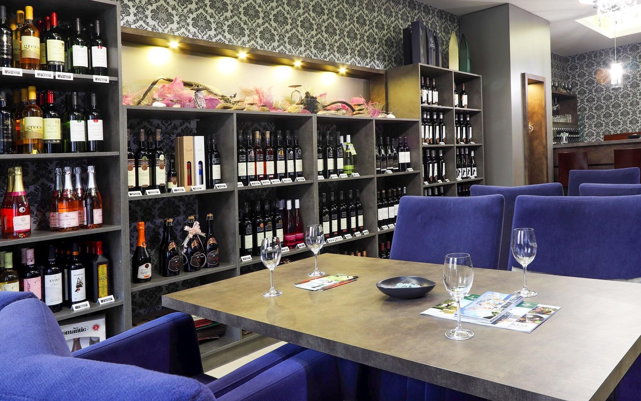 Poseďte u vína či sklenky něčeho dobrého, Hotel Korona