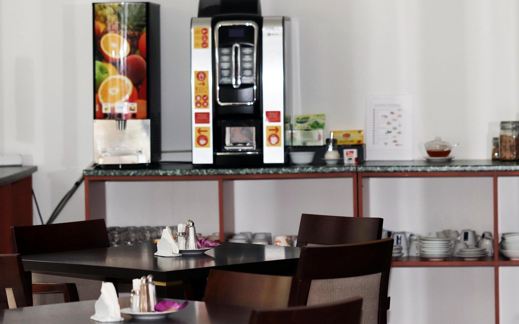 Snídaně se podávají v Lobby baru, Hotel Corona, jižní Čechy