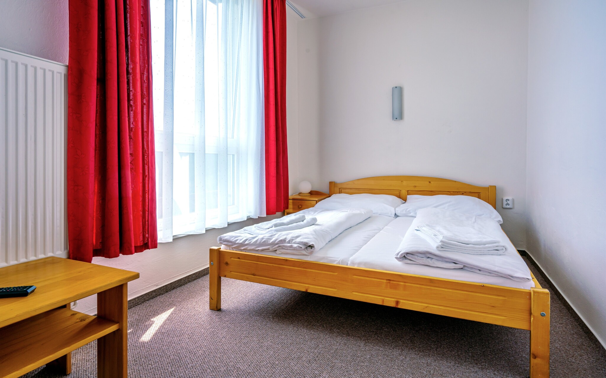 V komfortně zařízených pokojích hotelu najdete TV