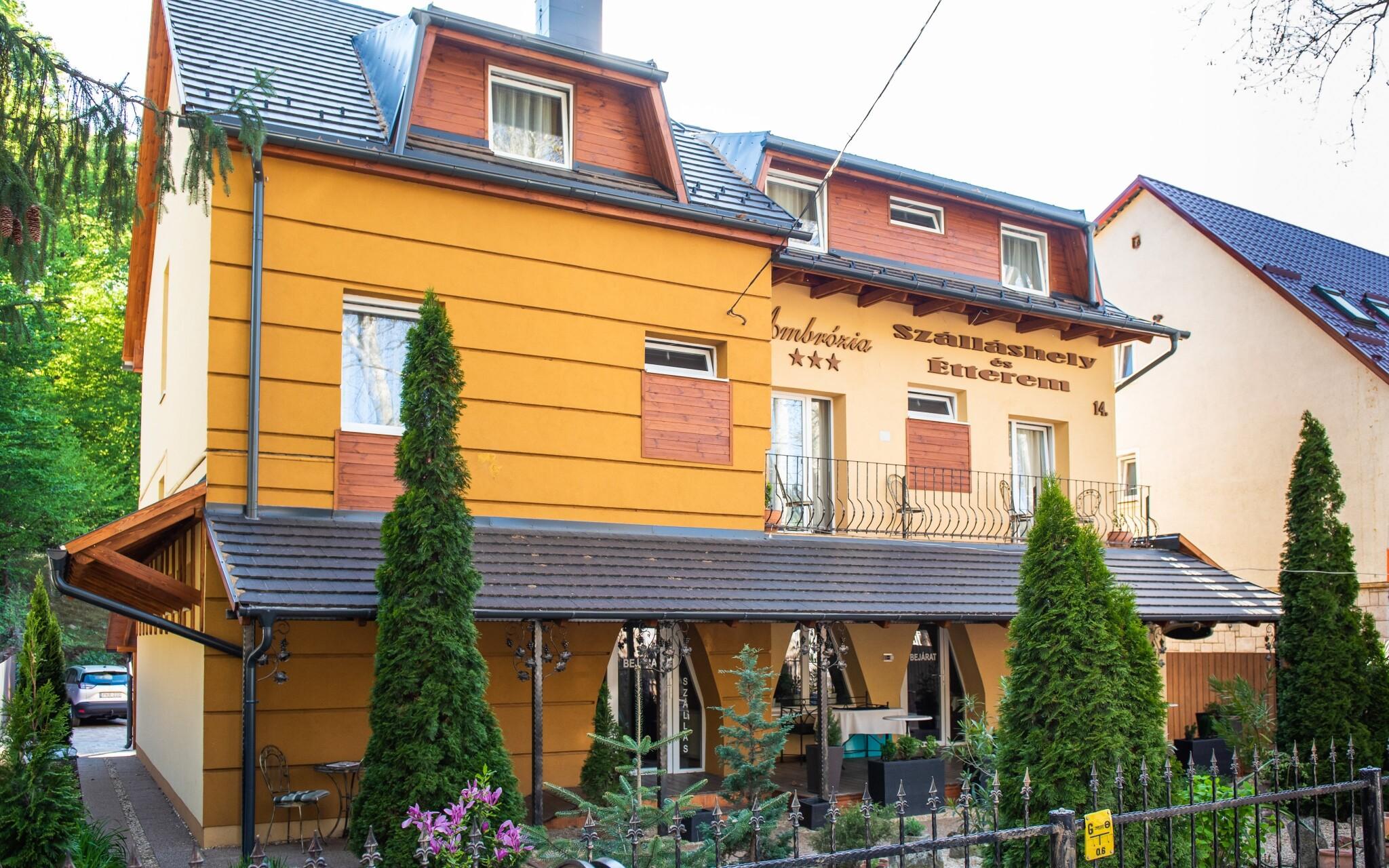 Ubytování v hotelu Ambrózia Szálláshely és Étterem ***
