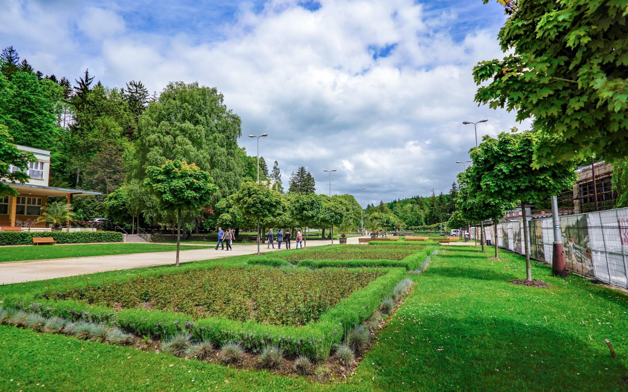 Kúpeľný park v krásnych Luhačoviciach