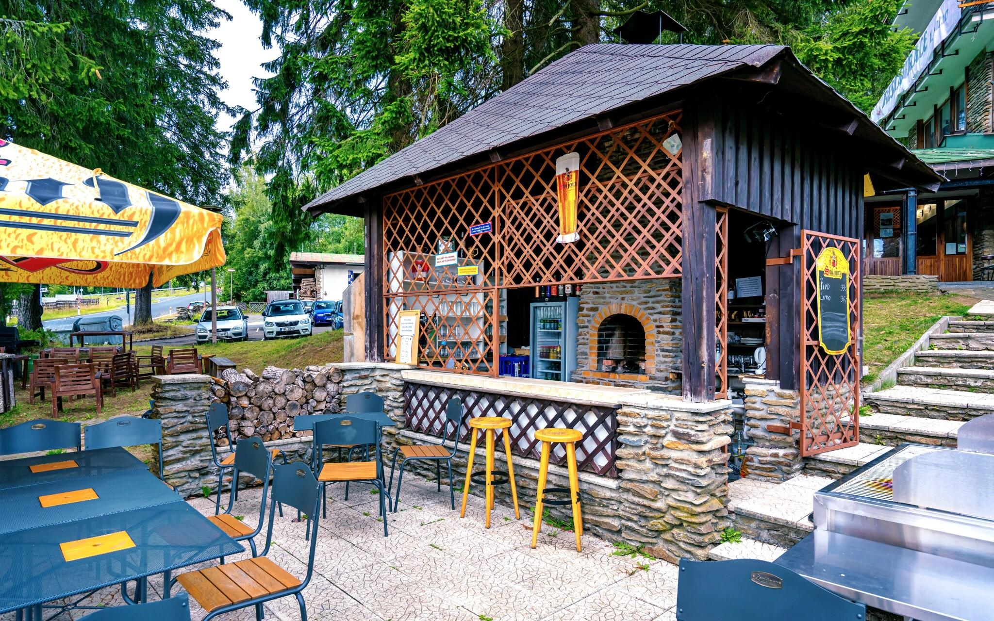 Venkovní posezení, Hotel Stella, Šumava