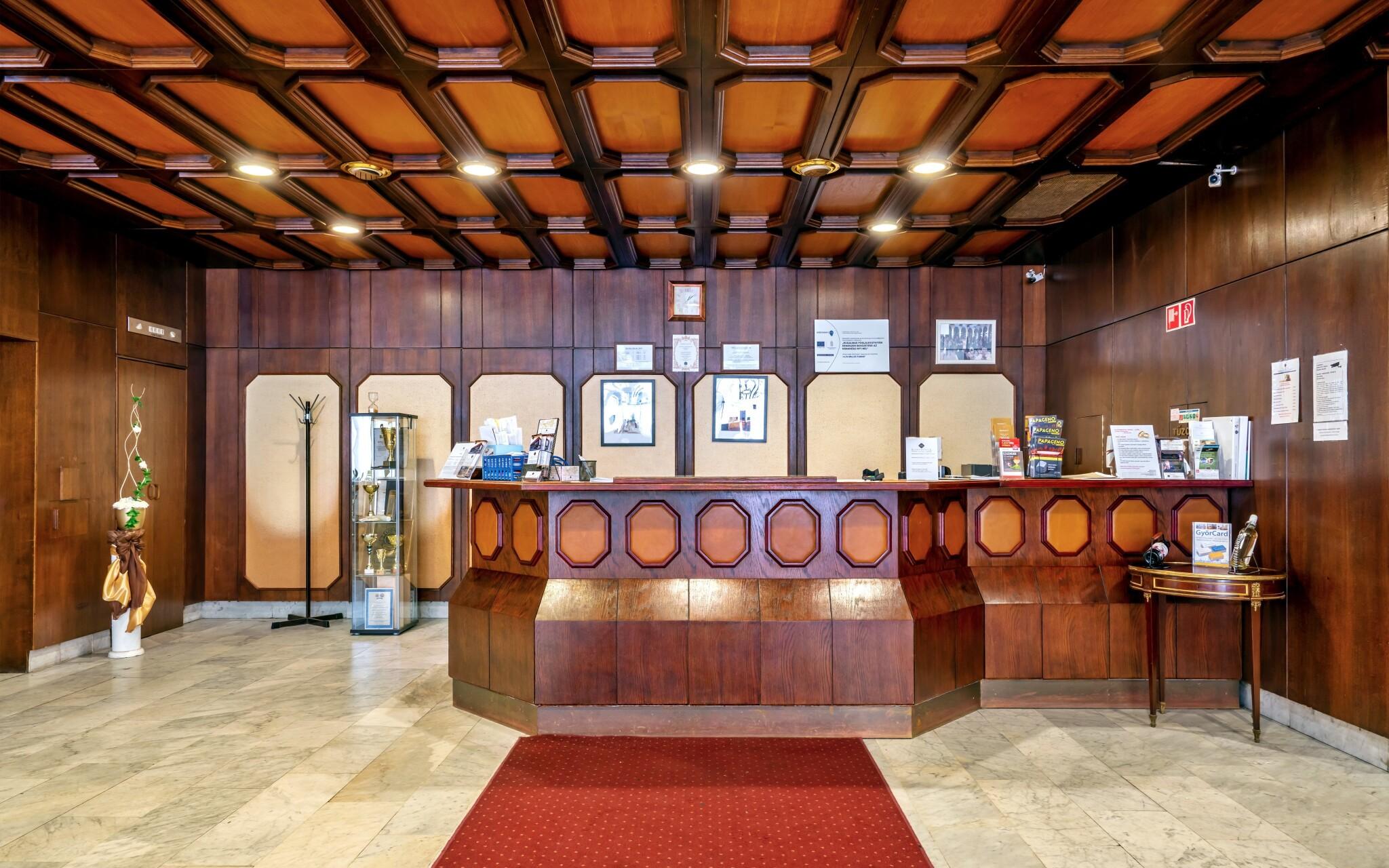 Recepcia hotela Konferencia v Gyoru