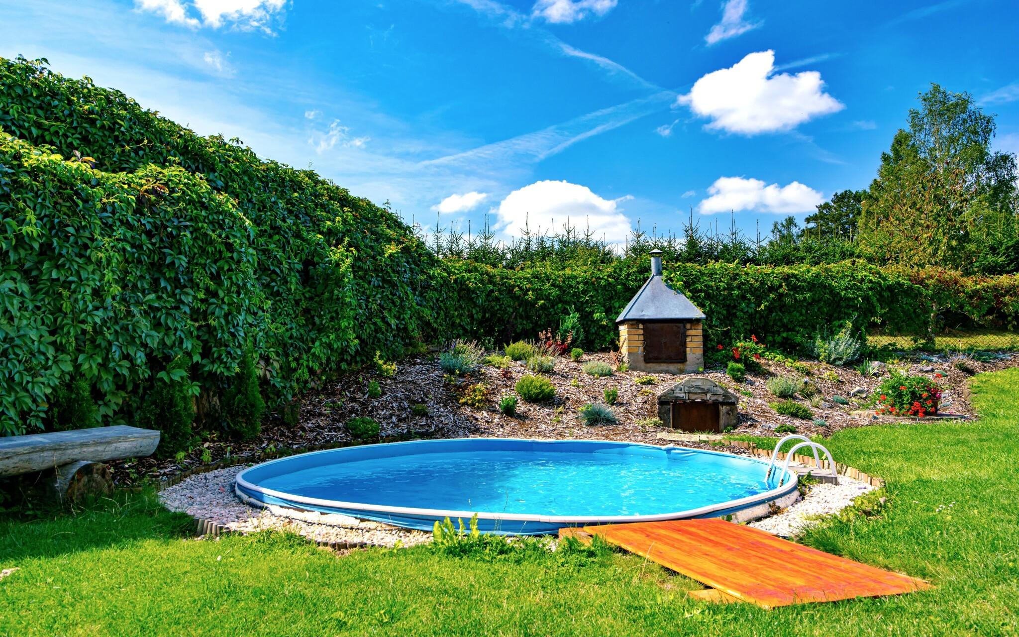 Vonkajší bazén a záhrada, Chalupa na Špici, Vysočina