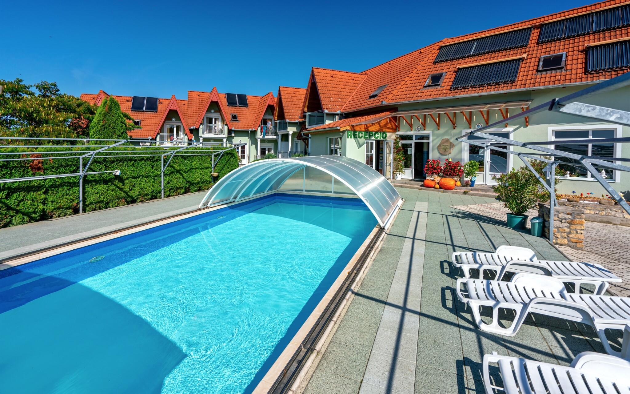 Během letních měsíců se těšte na venkovní bazén