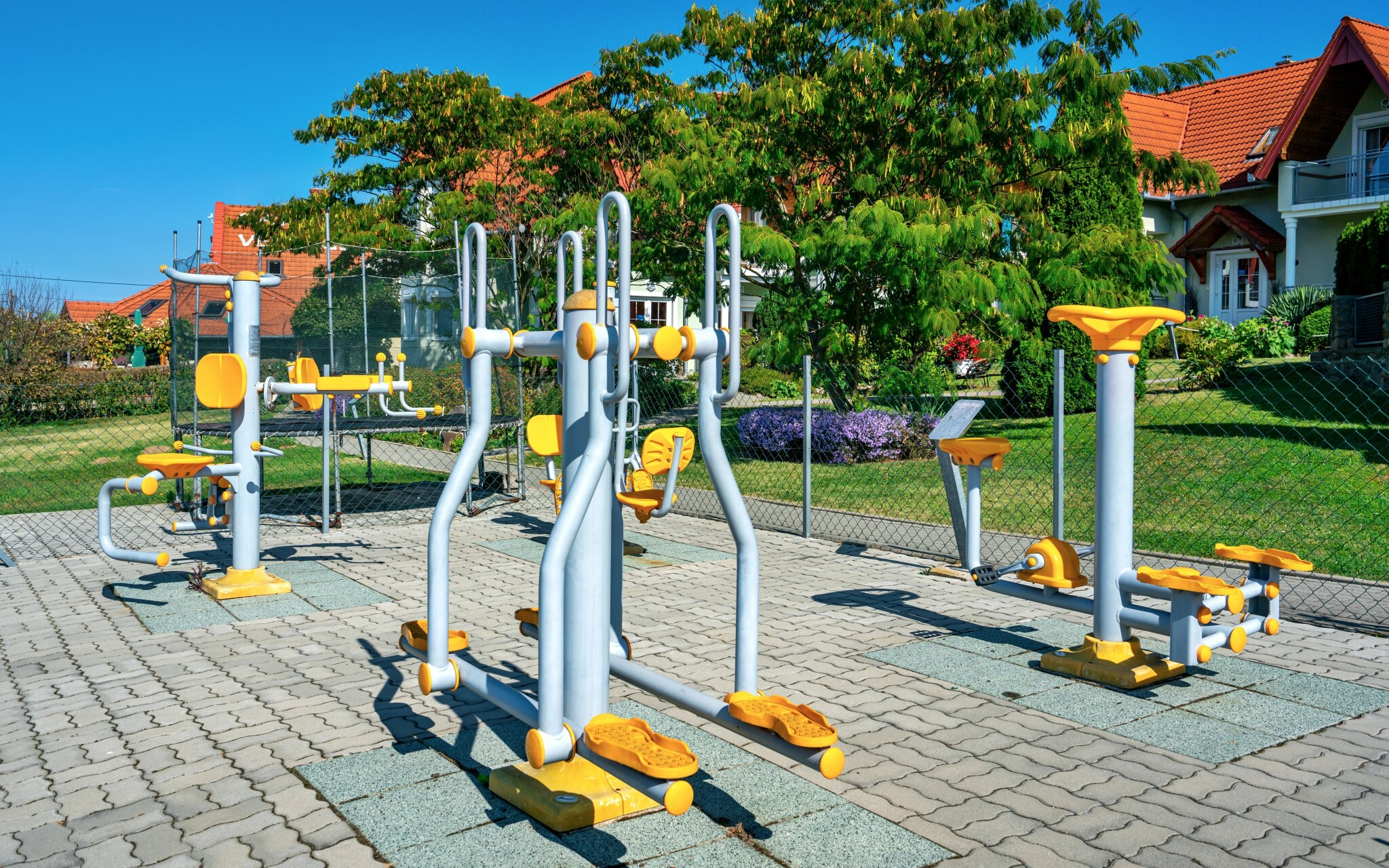 K dispozici je i venkovní fitness