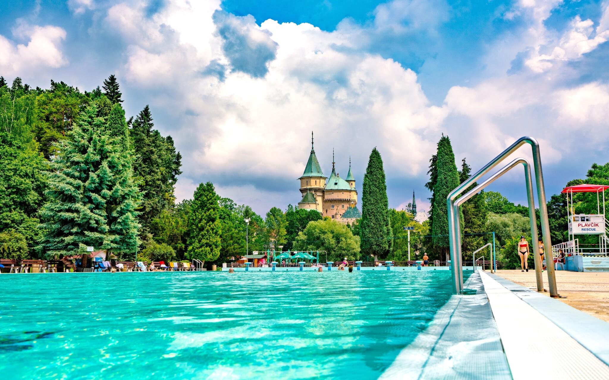 Užijte si relaxaci na koupališti v Bojnicích