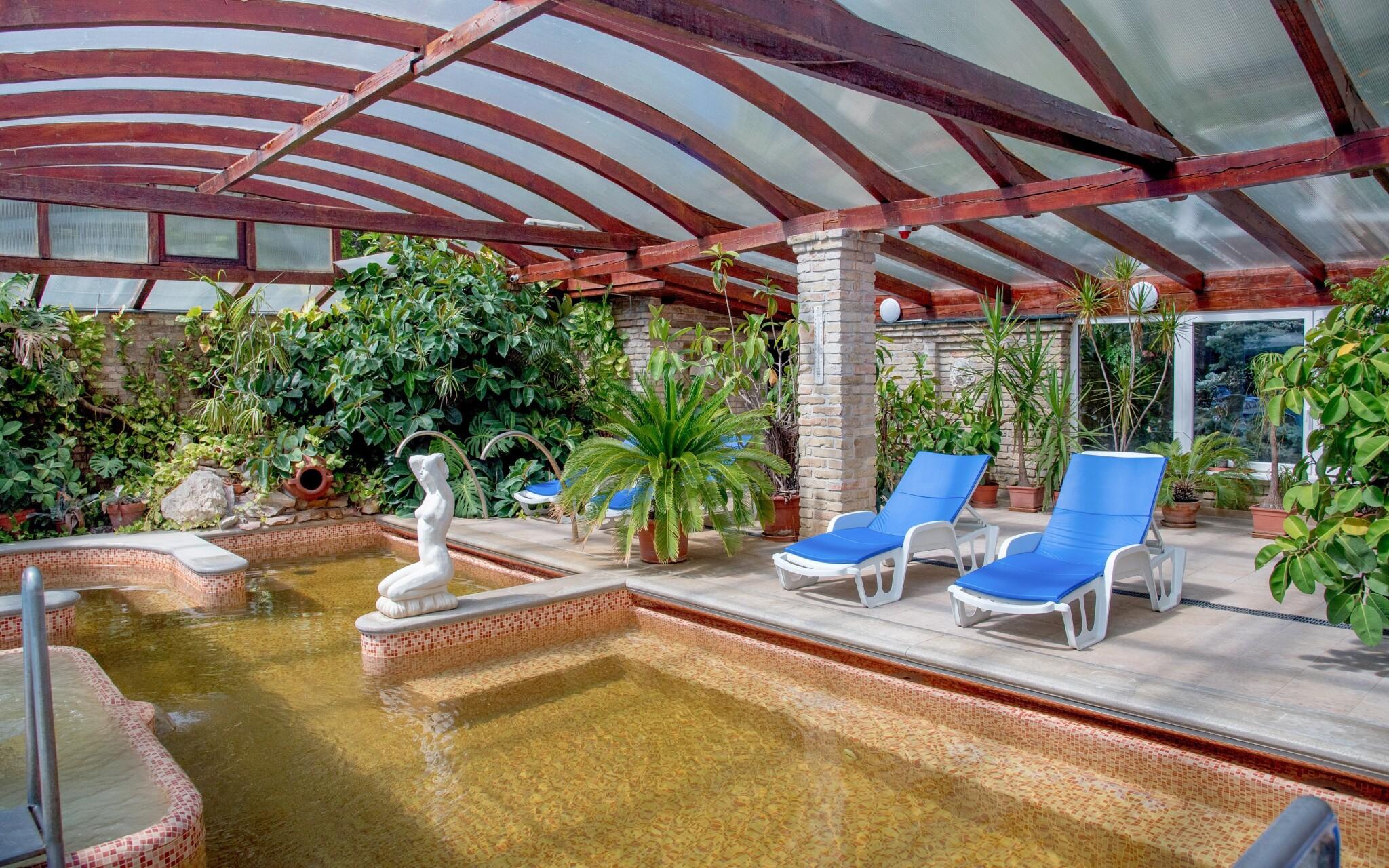Užite si vnútorné i vonkajšie bazény s termálnou vodou